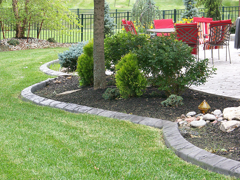 landscape-curbing-lawn-edging-landscape-border-curbscapes-kansas-city-who-we-are